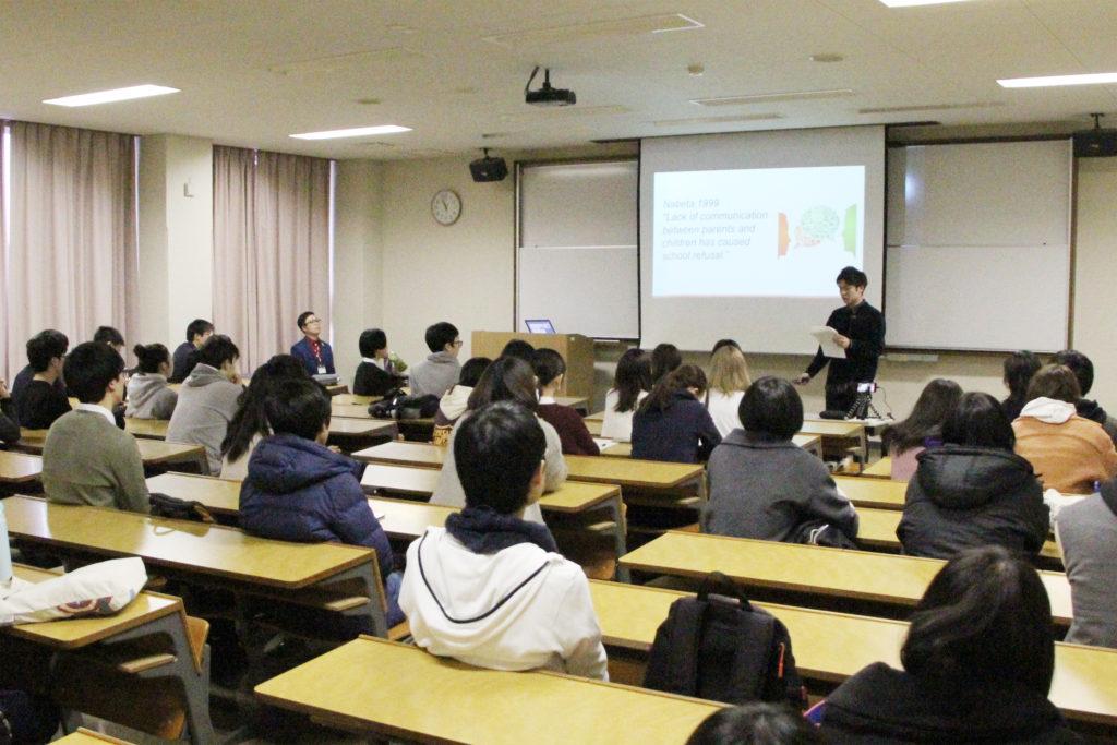 会場には、履修する2年生のほかに、1年生の学生たちも集まりました