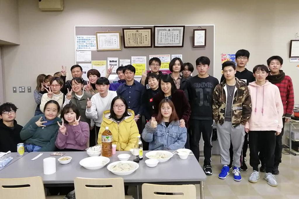 参加した学生たちと姜先生