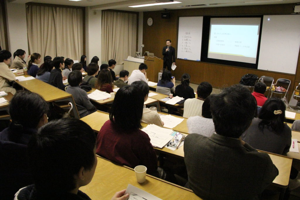 卒論発表会の会場は、学生・教職員でいっぱいとなりました