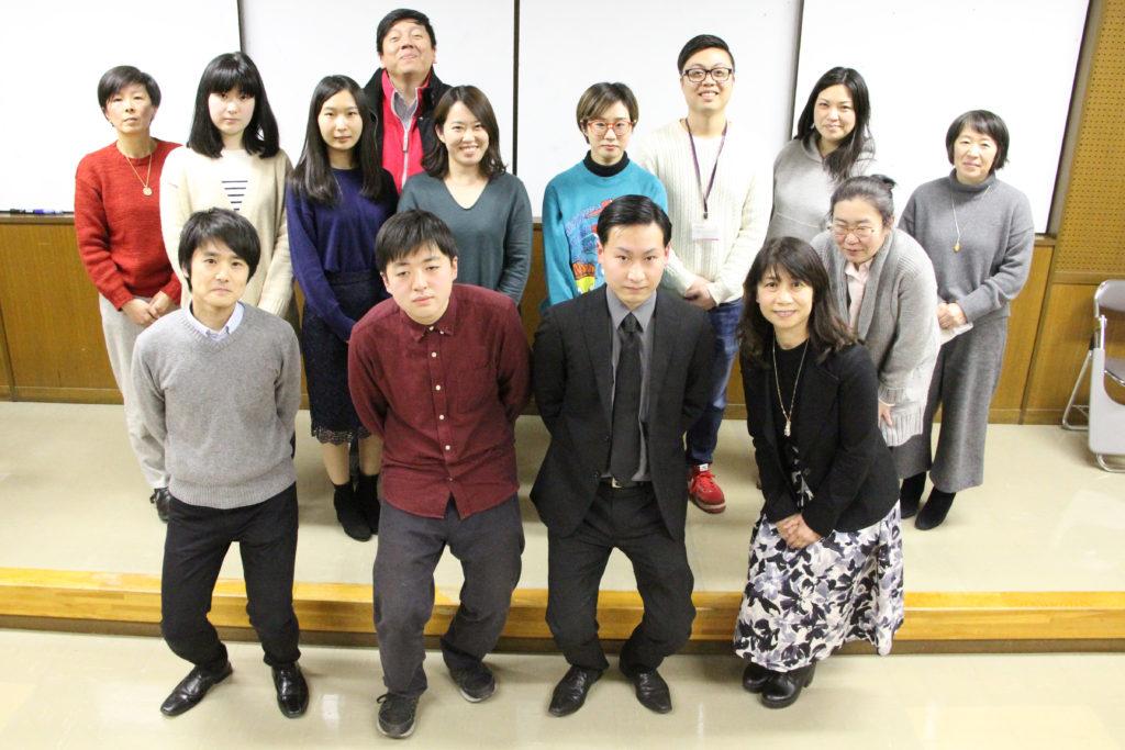 卒業論文発表学生と指導教員と一緒に