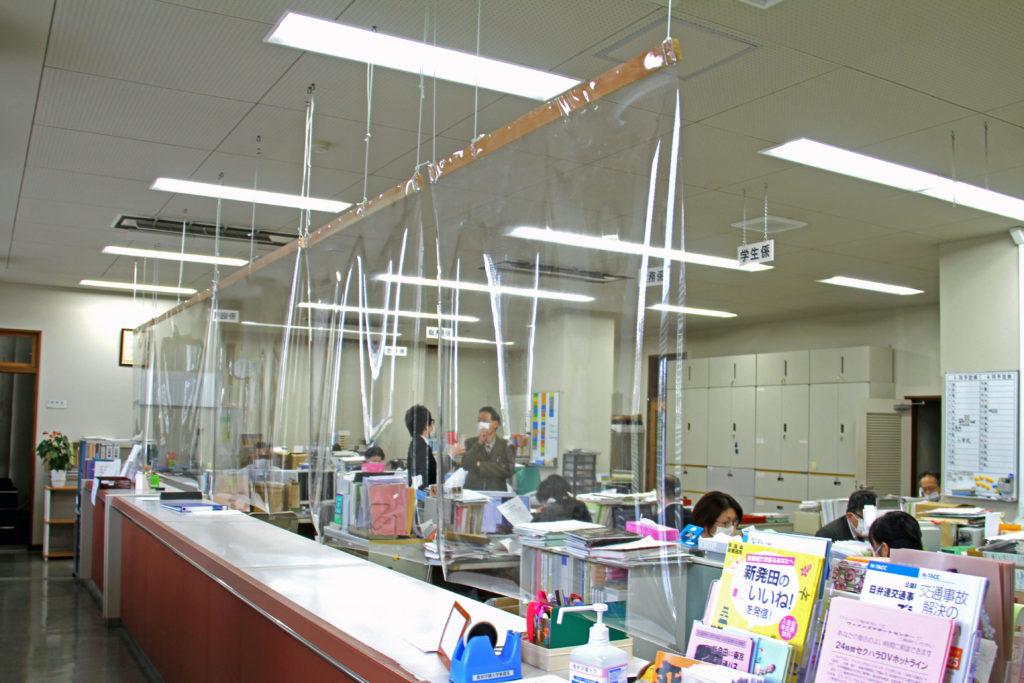 同設備を学内の各カウンターに順次設置予定