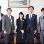 米山記念奨学委員長が来学し房先生と対談されました