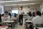 小学校教員と英語教育を実践的に学ぶ