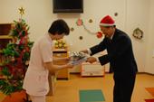 病院に絵本を贈る「サンタ・プロジェクト」