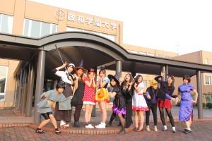学生も教職員も一緒にハロウィンパレード!
