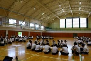 【ゼミ】村上桜ヶ丘高校でワークショップ「事例で考えるネットトラブル」を実施しました(一戸)