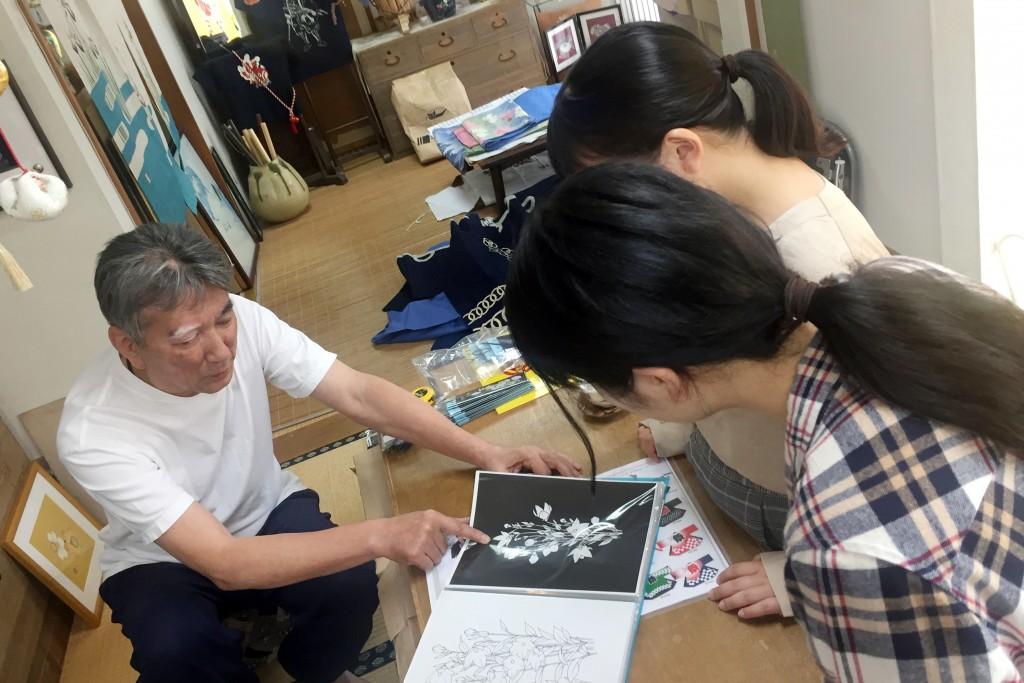 敬和学園大学 × 泉屋染物店 コラボレーション、オリジナルはっぴが完成!