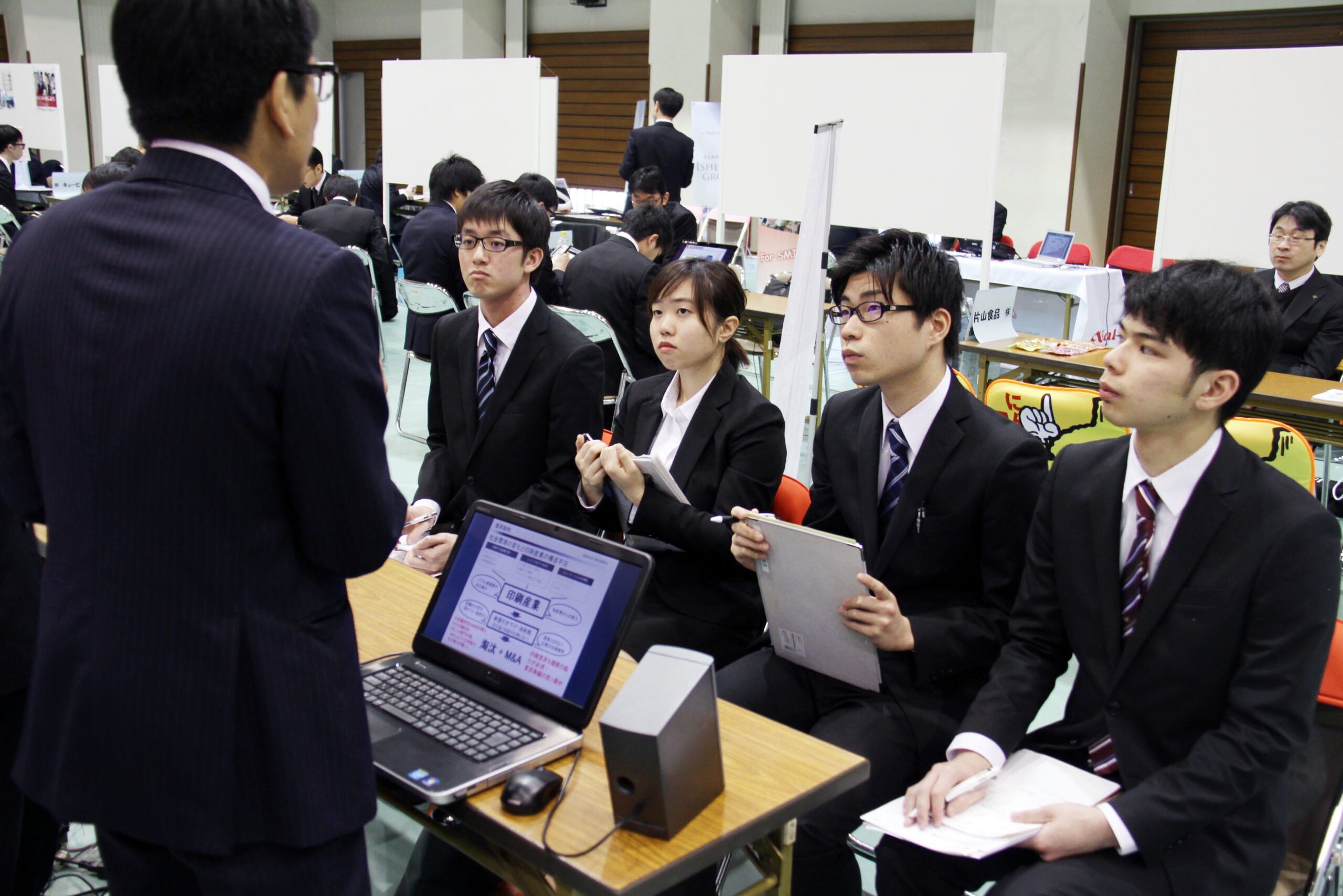 就職活動スタート!学内合同企業説明会を開催しました