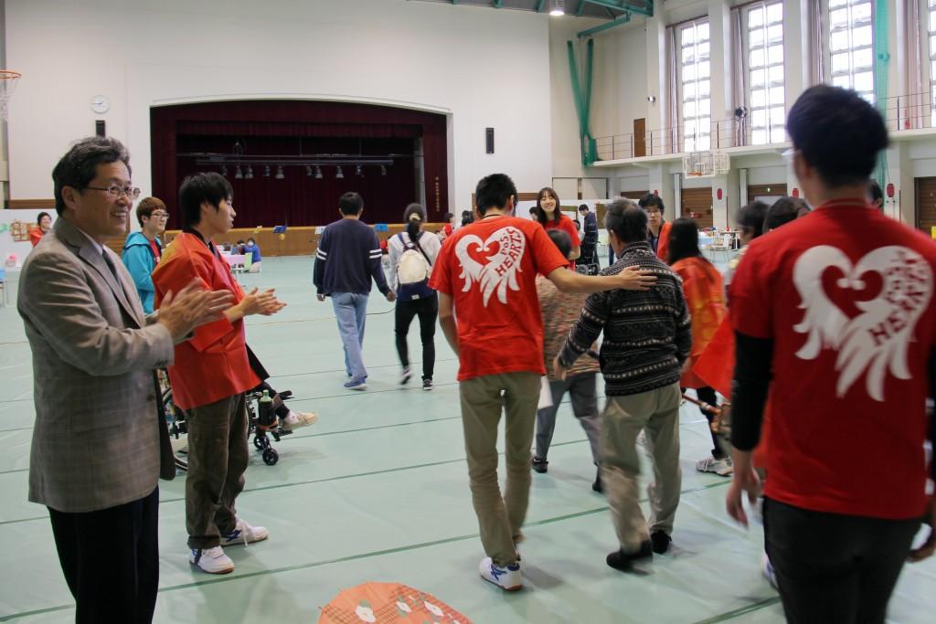学園祭が盛大に開かれました