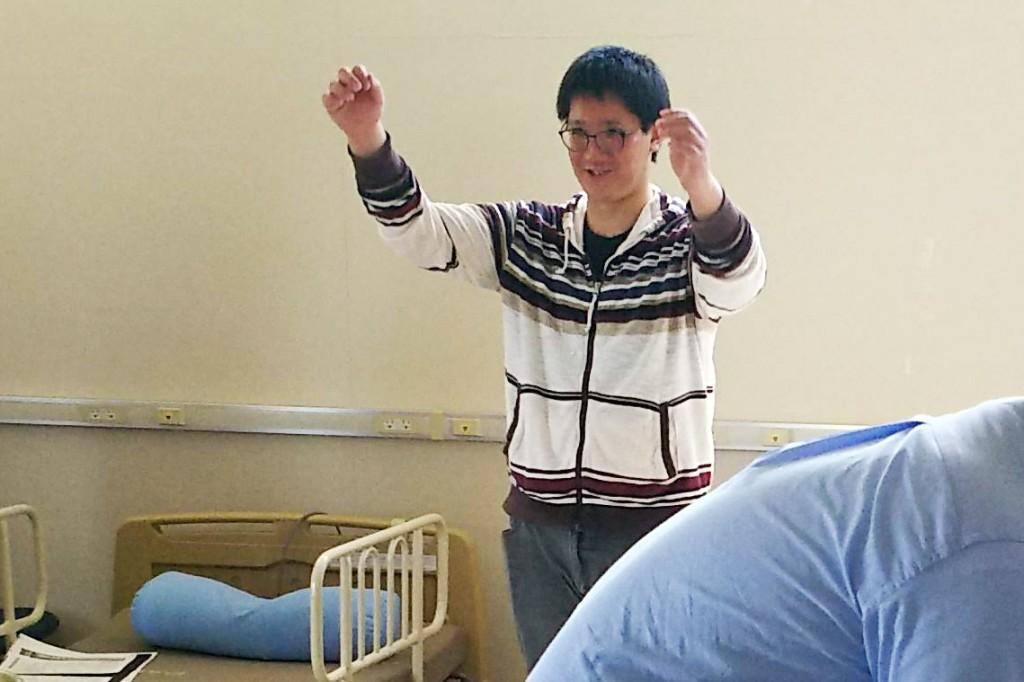 社会福祉士養成課程の学生を対象とした介護技術講座を行いました