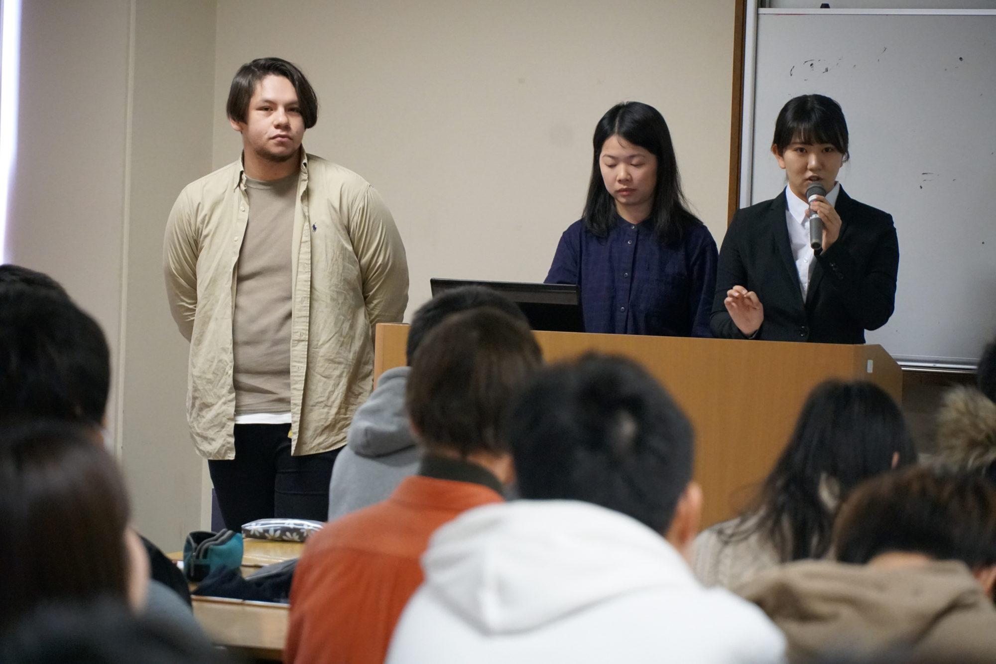 「コミュニケーション入門」の授業で学生フォーラムを開催しました