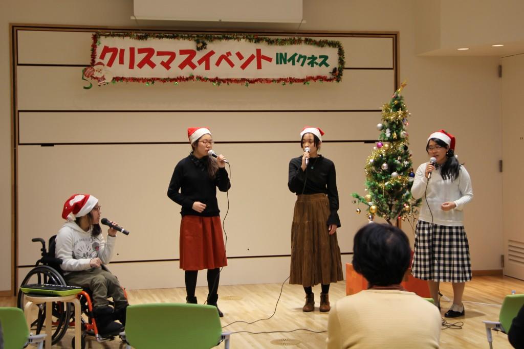 イクネスしばたのクリスマスイベントに学生たちが参加しました