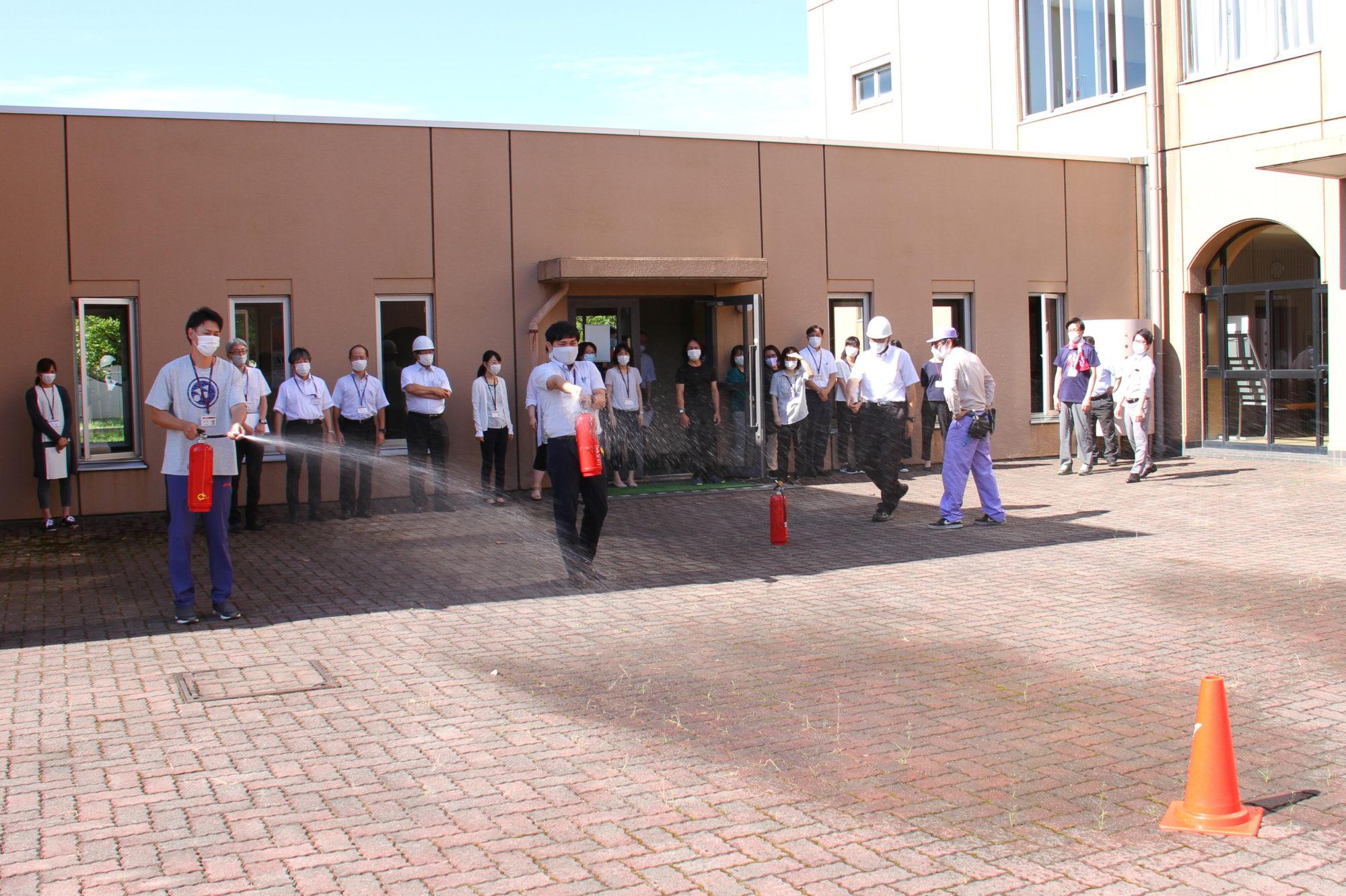 大学内での火災発生を想定した避難・防火訓練を実施しました