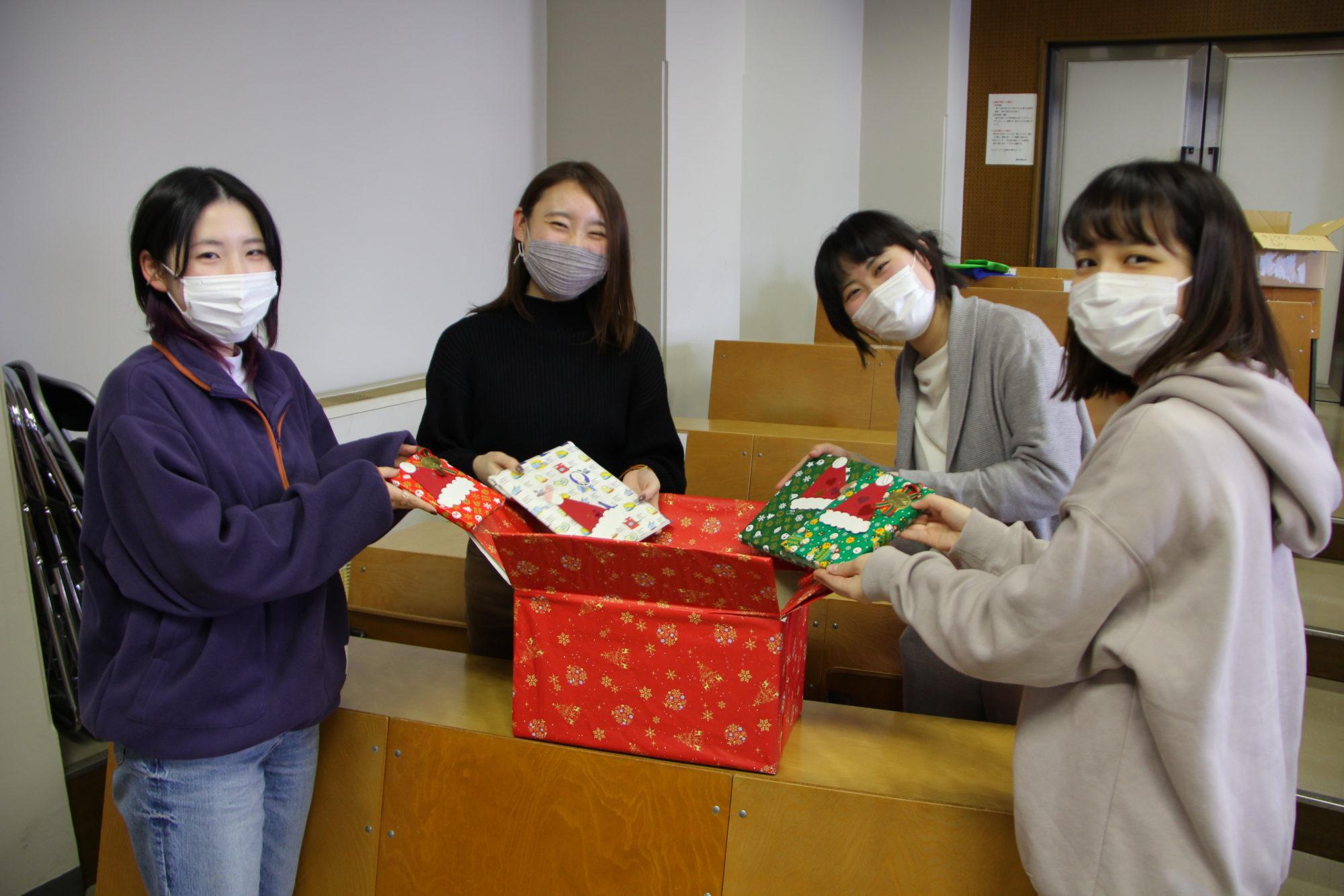 病院で過ごす子どもたちに本をプレゼント「サンタ・プロジェクト」のご報告