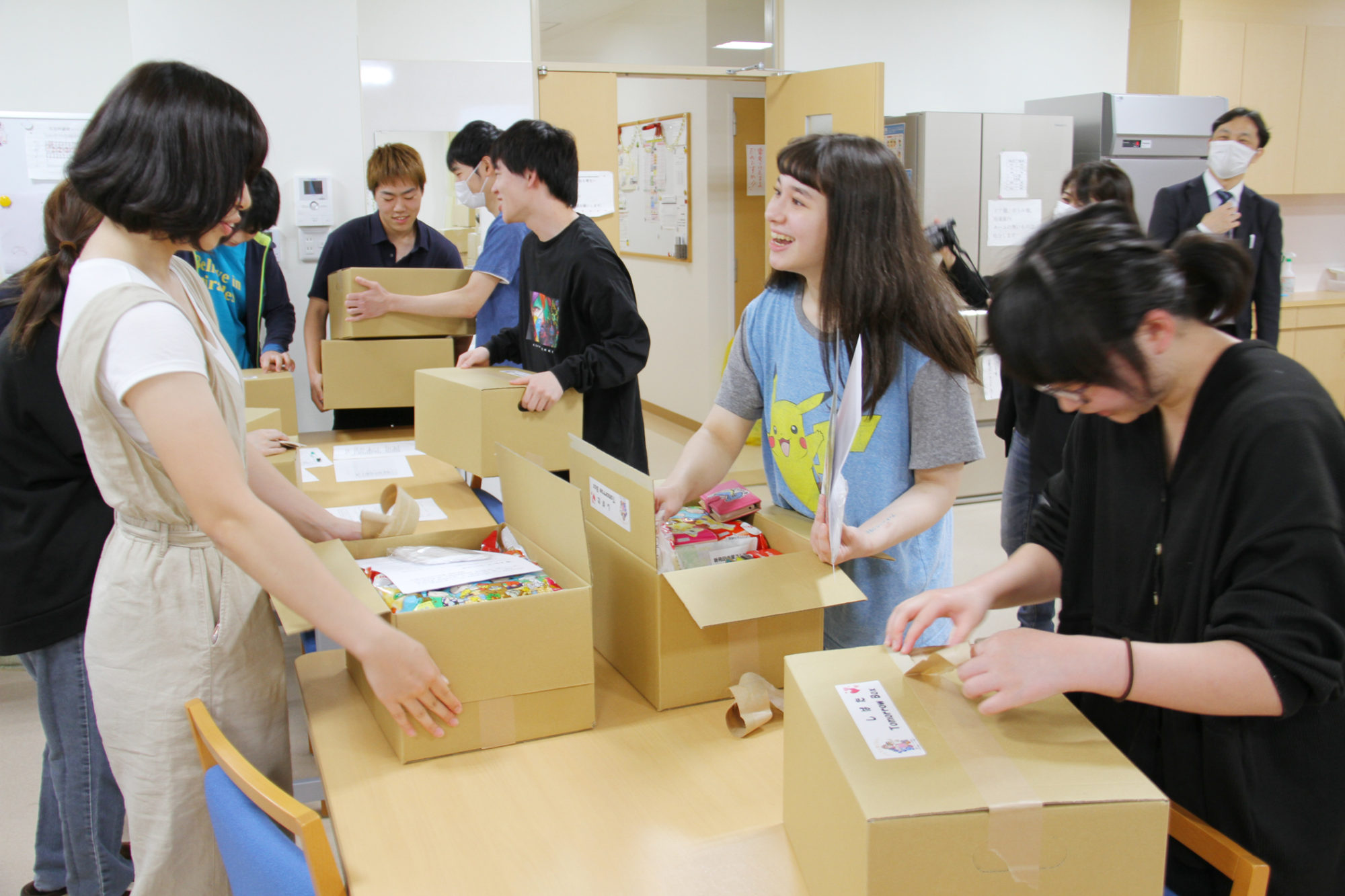 一人暮らしの学生へ新発田市からのプレゼント!!「しばた Tomorrow Box」贈呈式