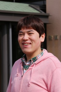 【卒業生リレー・エッセイ33】~福祉施設「陽だまり苑」の職員として活躍する須貝英幸さん~