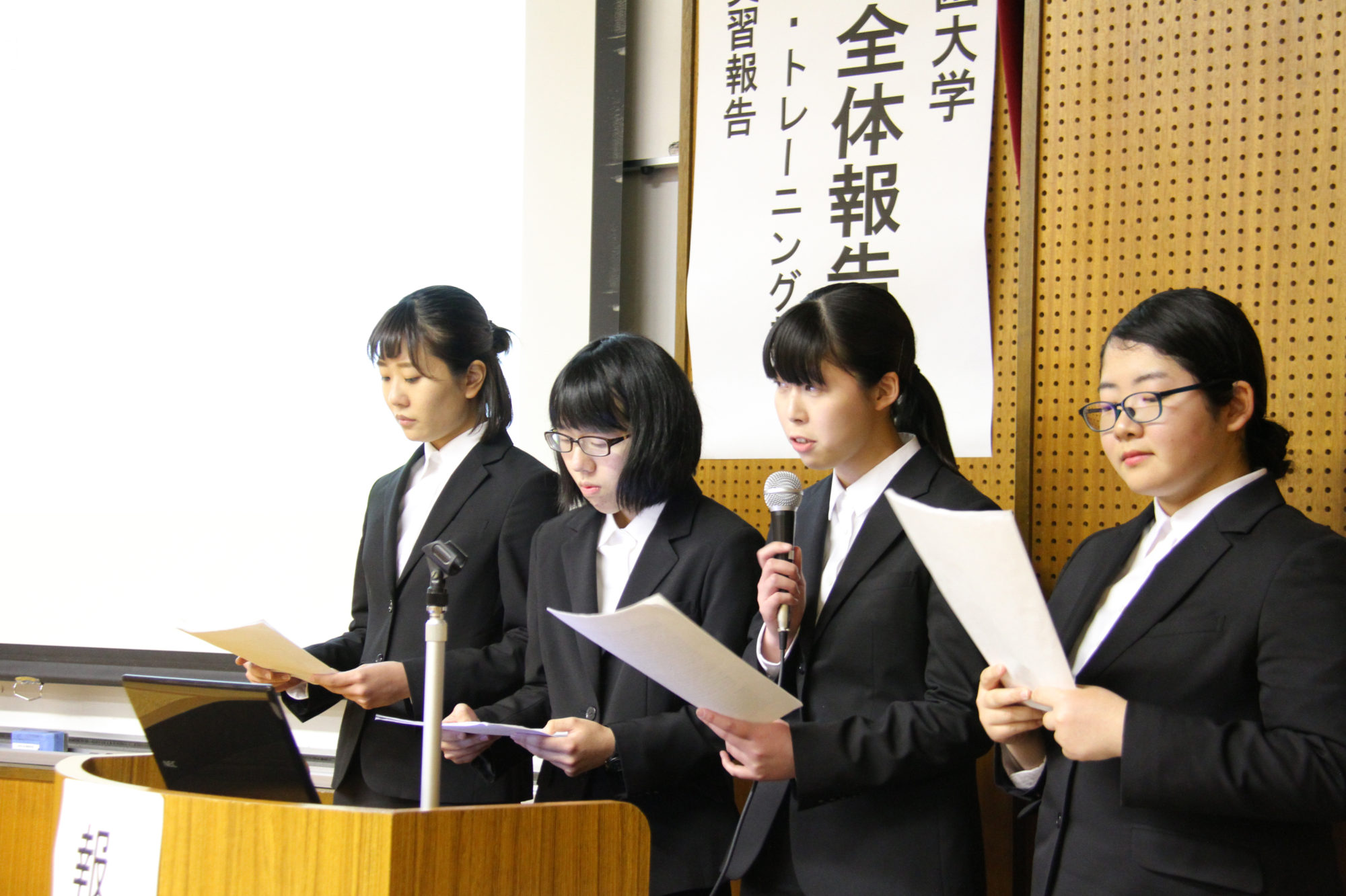 共生社会学科の活動を振り返る、全体報告会を実施しました