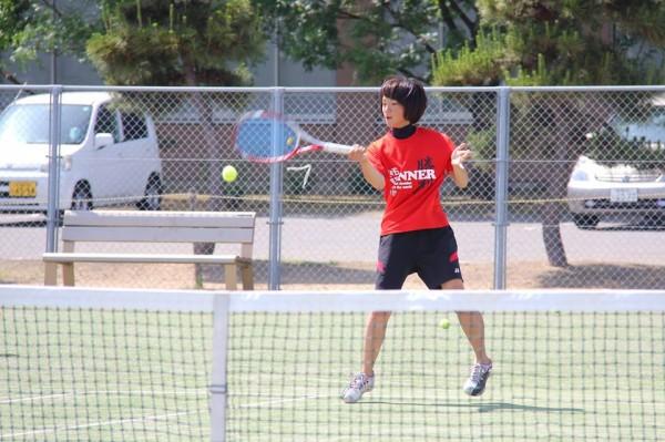 【敬和スポーツ】新潟市オープンテニス選手権大会で、五十嵐さん準優勝!